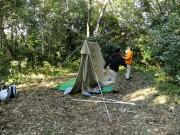 ③ロープを張ってテントを立てる_DSCF0050