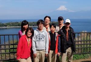 27_大瀬崎と富士山をバックに記念撮影_DSCF1327