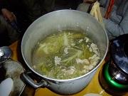 05_野外料理はキャベツの丸ごとスープ完成_DSCF2096