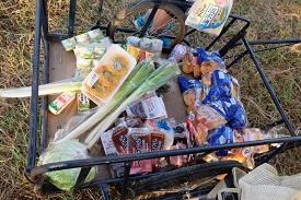 2-01_朝6時に当番班がリヤカーを引いて配給(朝食と昼食の分)_DSCF2969