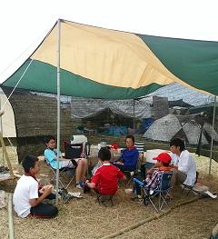 #8 キャンプサイトでくつろぐスカウト達-1