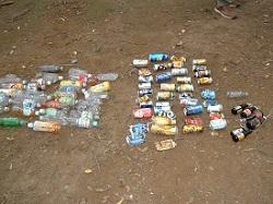 DSCF0156回収したペットボトル・空缶・ビンこれ以外にタバコの吸殻・空箱、ホィールキャップ、ビニール袋等