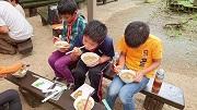 6皆で食べた芋煮 (2)