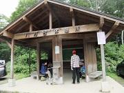 02磐梯山八方台登山口で昼食DSCF3577